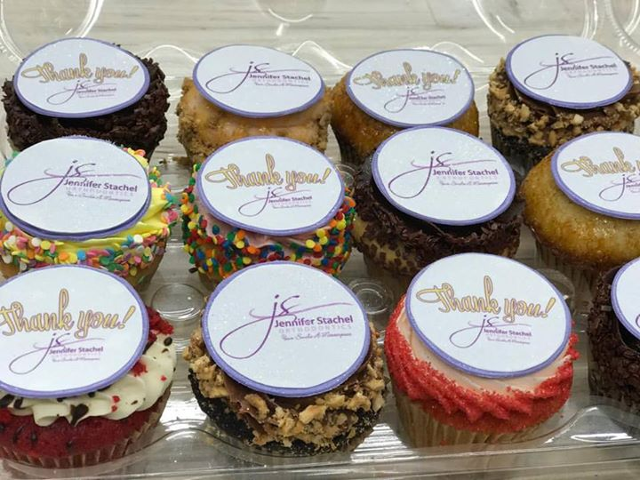 Thank your clients with custom edible logo HUASCAR CO BAKESHOP